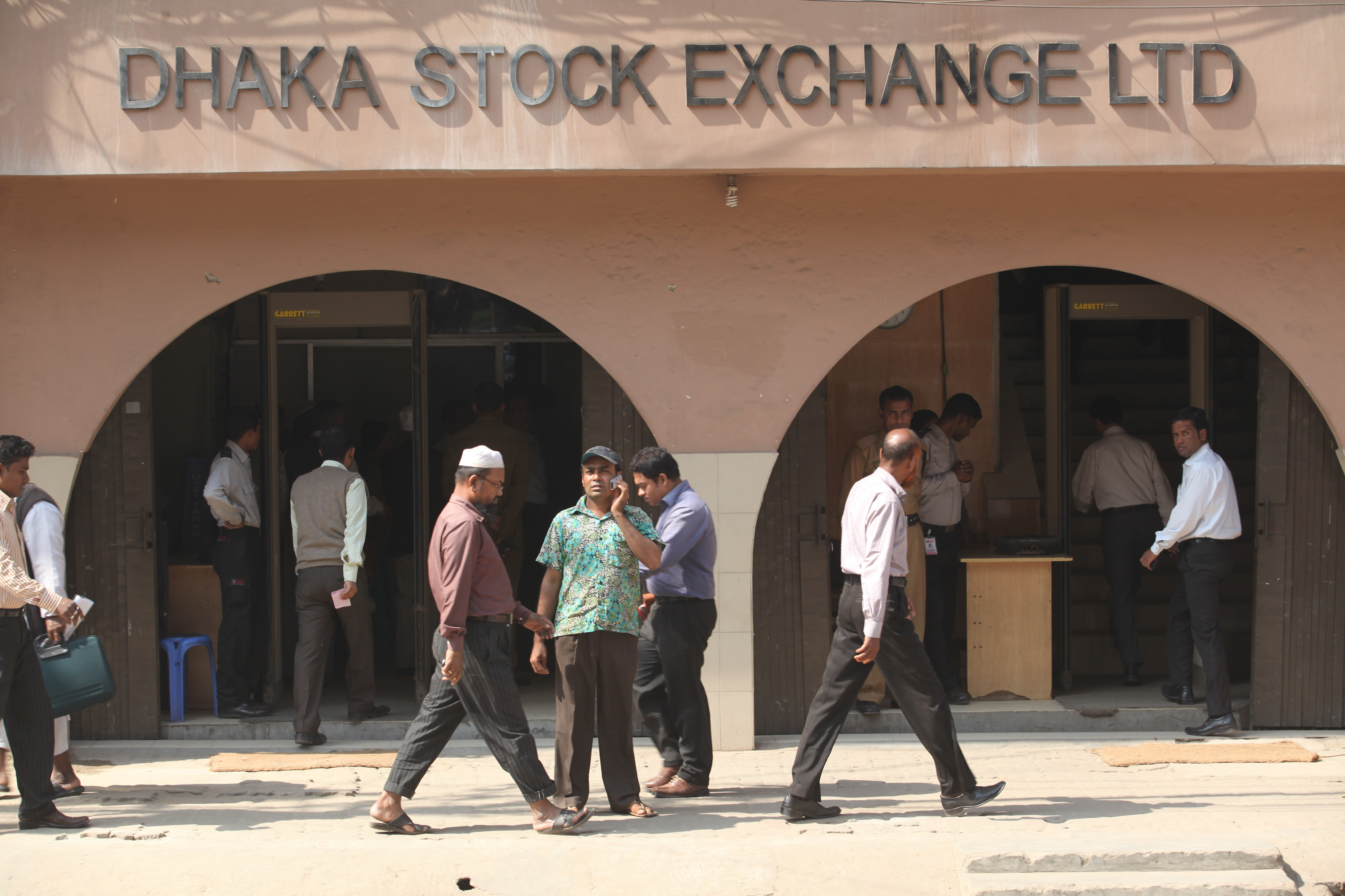 stock market of bangladesh Police in bangladesh use tear gas against investors who rampaged after the biggest ever one-day fall of the stock market in the capital dhaka.