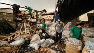 Despite a 2000 law, Philippine cities are still dumping urban waste in open dumpsites.