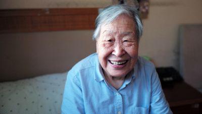 在亚洲和太平洋地区,老年人大多由家庭成员照顾。图片:Jixiao Huang